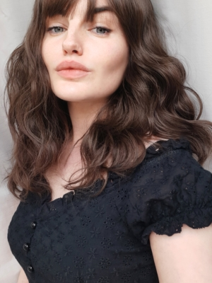 Light brown long wavy bob with fringe wig. Matsu is a natural effortless everyday look. A warm light brunette shade from roots to tips. This cut falls just past the shoulders, in soft relaxed waves, with a sleek wispy fringe. Part of the Jikan Collection.